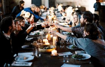 Ansızın Gelen Davet: Akşam Yemeği