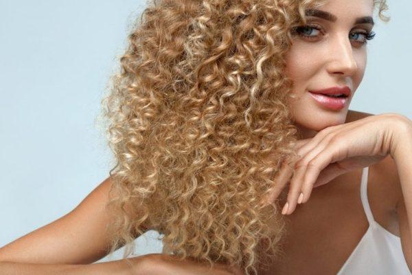 Kıvırcık Saçlara Bakım Nasıl Yapılır?