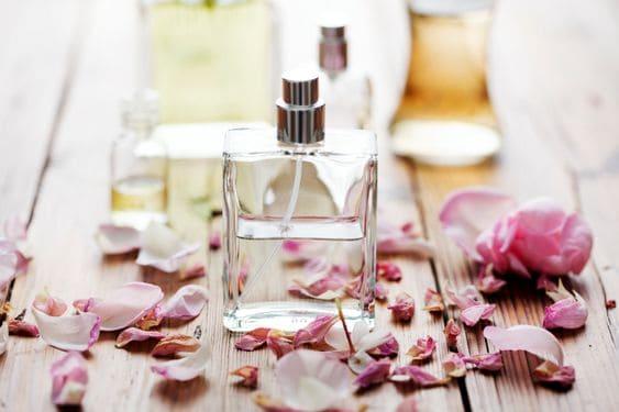 Kozmetik Ürünlerinin İçinde Bulunun 6 Zararlı Ürün