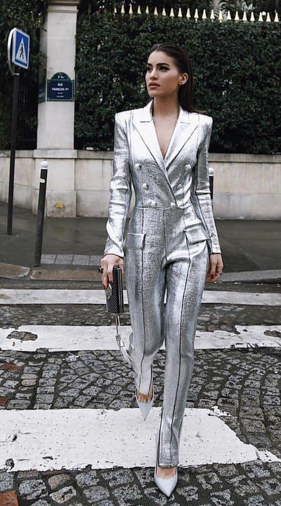 Metalik Gümüş Rengi Nasıl Kombinlenir?